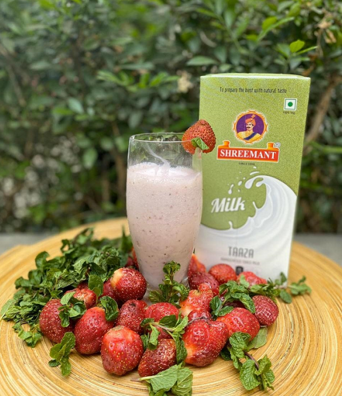 Make Strawberry Milkshake with shreemant UHT Milk